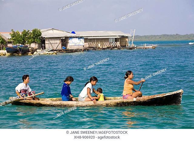Kuna Indians in dug out canoe, Wichub-Wala Island, San Blas Islands, Kuna Yala, Panama
