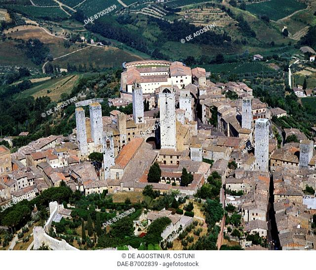 The medieval center of San Gimignano (UNESCO World Heritage Site, 1990) seen from West, province of Siena, Tuscany, Italy