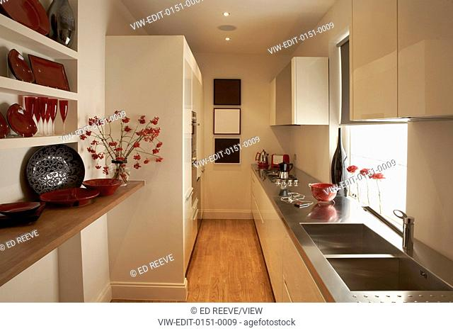 Modern flat situated in south London. Designed with elegant style and characterized by a private courtyard. It is built on two f