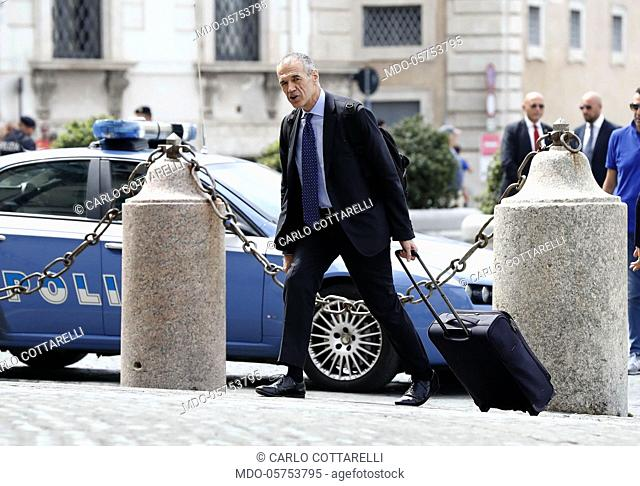 Carlo Cottarelli enters the Quirinale with a backpack and trolley to meet Sergio Mattarella. Rome, 28 May 2018