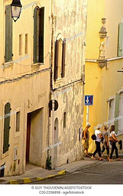 Old town street, rue des Arenes, Arles, 13 Bouches du Rhone, Provence, France