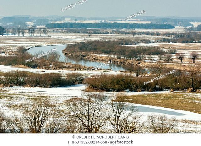 View of river valley in snow, Narew River, Narew River Valley, Biebrza N.P., Podlaskie Voivodeship, Poland, February