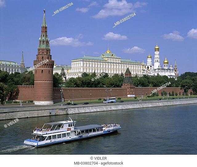 Russia, Moscow, view at the city, Kremlin, Moskwa, trip boat  Series, capital, Kremlin wall, Backsteinmauer,  Kremlin palace, Eckturm, churches, cathedrals