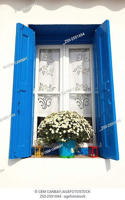 Whitewashed house with blue window in town center, Mykonos, Cyclades Islands, Greek Islands, Greece, Europe