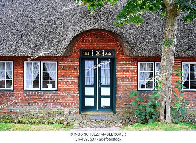 Typical entrance, old Frisian house, thatched roof, Keitum, Sylt, North Frisian Islands, North Frisia, Schleswig-Holstein, Germany