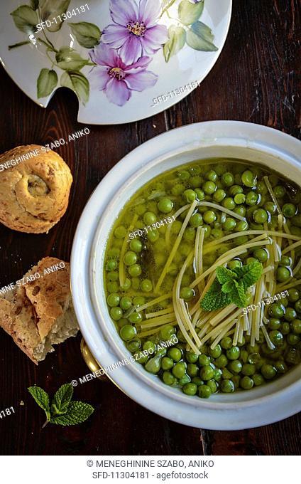 Piselli in brodo con la menta (pea soup with peppermint, Italy)