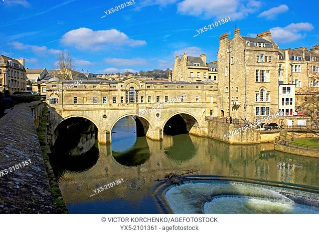 Puteney Bridge and river Avon embankment in the city of Bath