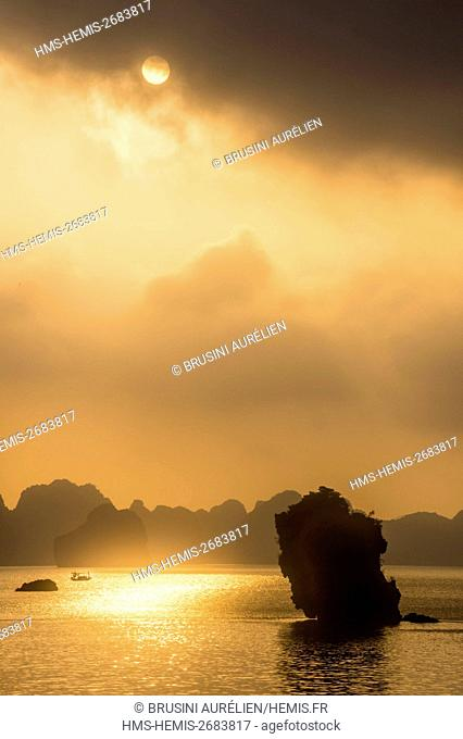 Vietnam, Gulf of Tonkin, Quang Ninh province, Ha Long Bay (Vinh Ha Long) listed as World Heritage by UNESCO (1994), sunrise over the iconic landscape of karst...