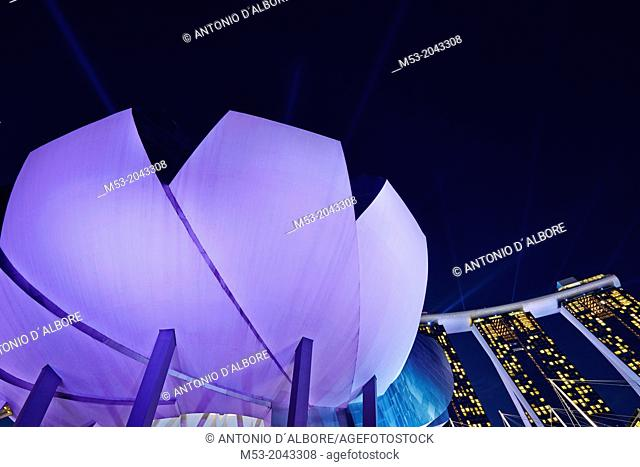 The flower-shaped Art Science Museum located in the Marina Bay Sands Complex. In the background the Marina Bay Sands Hotel. Singapore