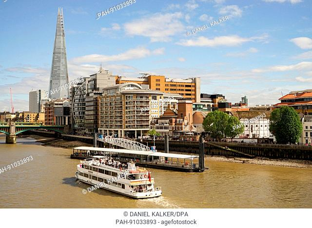 England: The Shard skyscraper in London as seen from North Bank of the Thames. Photo from 05. May 2017. | usage worldwide