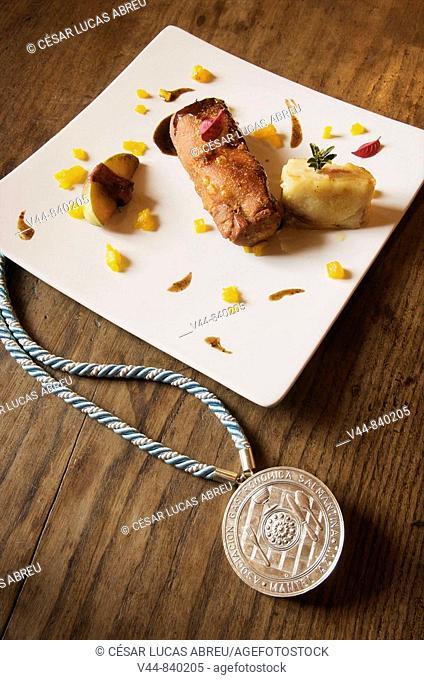 Roasted suckling pig and 'Mantel Azul' medal by the Asociacion Gastronomica Salmantina, Hosteria Don Fabrique, Alba de Tormes