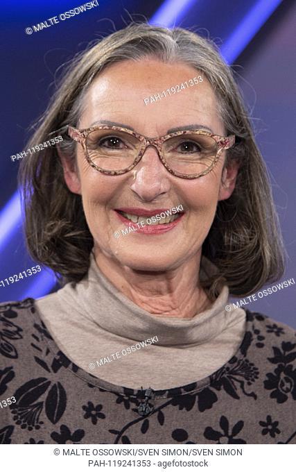 "Ursula HILPERT-MUEHLIG, Hilpert-Muhlig (non-medical practitioner) portrait, portrait, cut single image, single motive, The topic of the show: """"Mistrust versus..."
