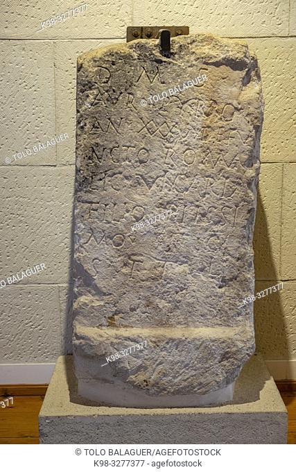 Ara funeraria de Aurelius Pyrro, siglo II, Museo-Centro de Interpretación del parque arqueológico de Segóbriga, Saelices, Cuenca, Castilla-La Mancha, Spain