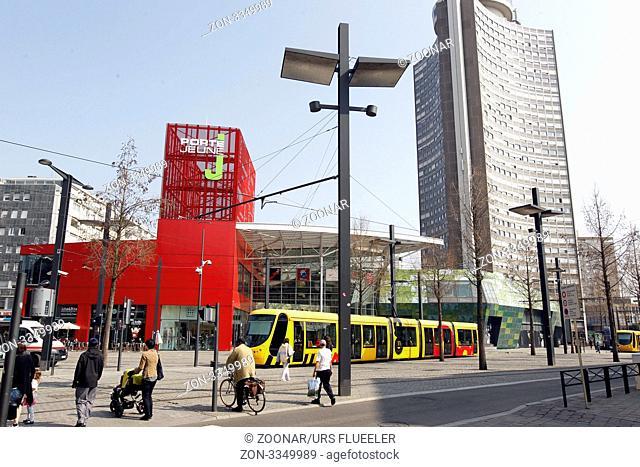 Mulhouse Frankreich das einkaufszentrum porte am place de la republique in der
