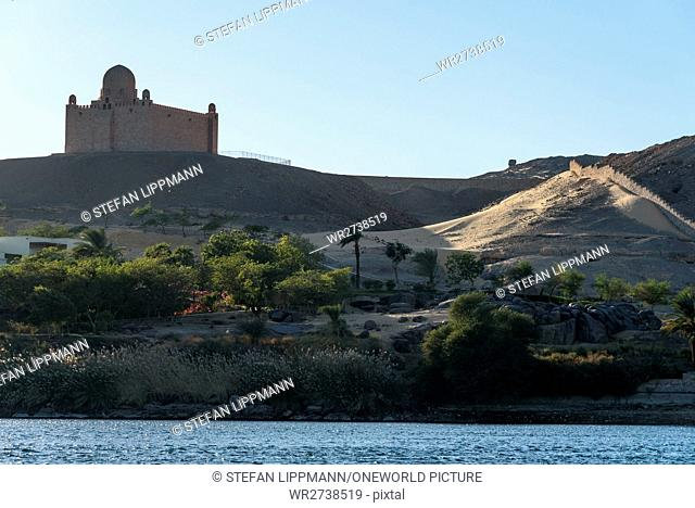 Egypt, Aswan Gouvernement, Aswan, boat trip through the Nile cataract. In the background is the mausoleum of Aga Khan