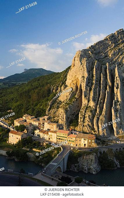 View at the town Sisteron between the river Durance and high limestone cliffs, Alpes-de-Haute-Provence, Provence, France