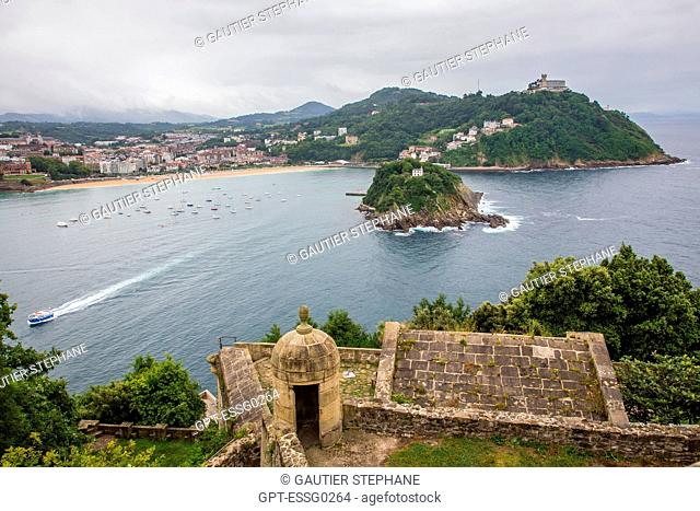 LA CONCHA BAY AND MONTE IGUELDO SEEN FROM MONTE URGULL WITH FORTIFICATIONS OF LA MOTA CASTLE, SAN SEBASTIAN, DONOSTIA, BASQUE COUNTRY, SPAIN