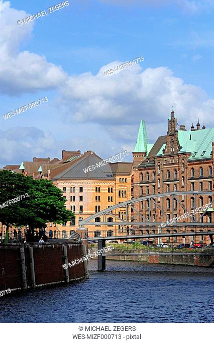 Germany, Hamburg, Speicherstadt with Zollkanal