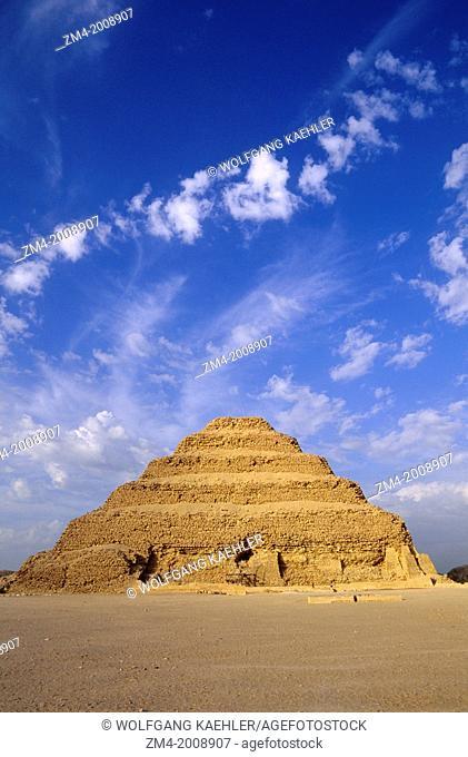 EGYPT, NEAR CAIRO, SAKKARA, STEP PYRAMID, OLDEST STONE STRUCTURE IN THE WORLD, 2686 BC
