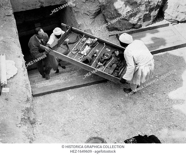 Removing a tray of chariot parts from the Tomb of Tutankhamun, Valley of the Kings, Egypt, 1922. The discovery of Tutankhamun's tomb in 1922 by British...