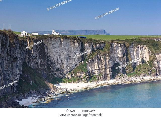 UK, Northern Ireland, County Antrim, Ballintoy, Carrick-a-Rede Rope Bridge, landscape