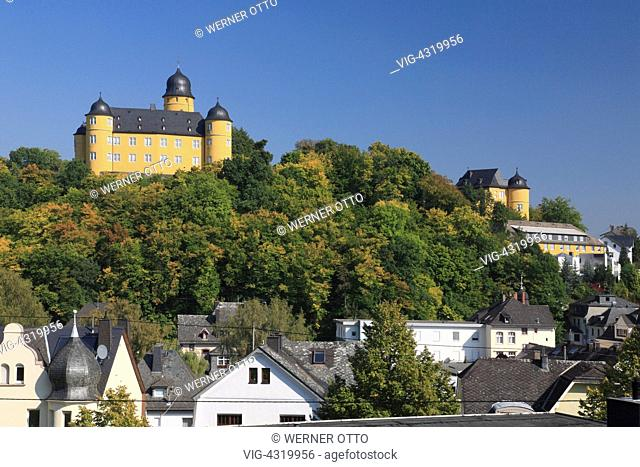 D-Montabaur, Gelbach, Gelbachtal, Naturpark Nassau, Westerwald, Rheinland-Pfalz, Schlossberg mit Schloss Montabaur, Barock, Waldlandschaft, Herbststimmung