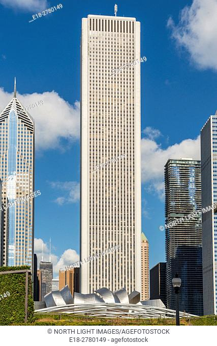USA, IL, Chicago. The Aon Center (formerly the Standard Oil Building), 83 storey office tower in the Loop District. Jay Pritzker Pavillion