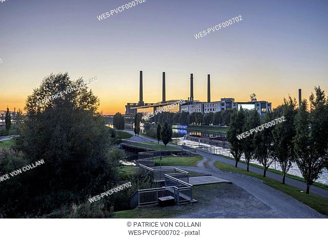 Germany, Lower Saxony, Wolfsburg, View of Autostadt in the evening, combined heat and power station of Volkswagen in the background