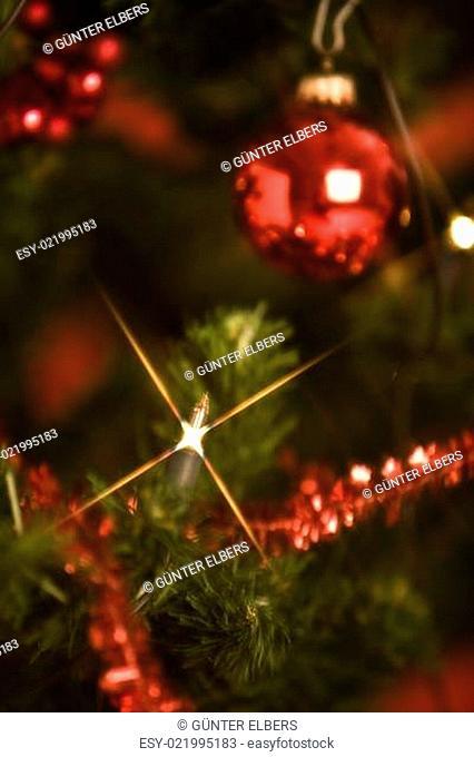 Kerze im Weihnachtsbaum