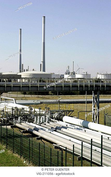Oil refinery in Wilhelmshaven. - WILHELMSHAVEN, GERMANY, 31/03/2005