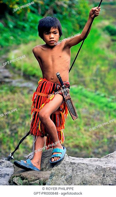 TEENAGER FROM THE IFUGAOS TRIBE IN BANAUE ON LUZON ISLAND, HEADHUNTER, PHILIPPINES, SOUTHEAST ASIA
