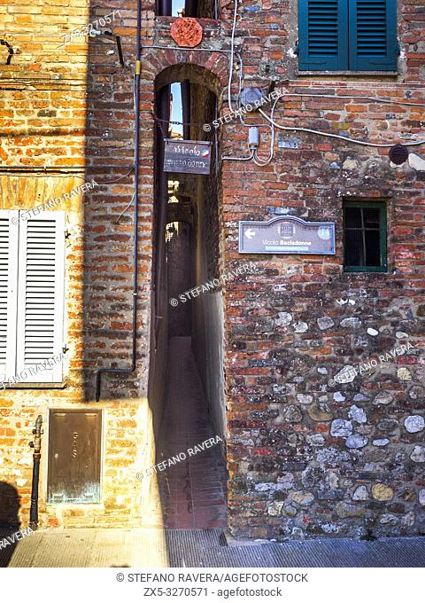 Vicolo Baciadonne (the lane of the kissing ladies) is one of the narrowest street in the world - Città della Pieve, Umbria - Italy