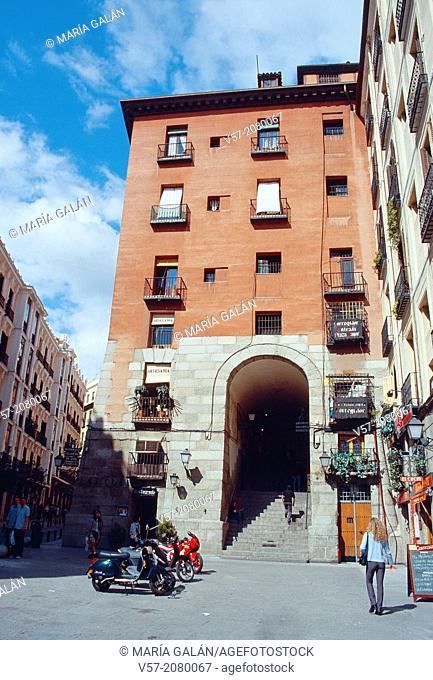 Arco de Cuchilleros. Madrid, Spain