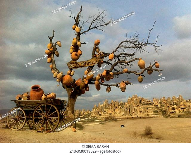 Tree and horse carriage with full of clay pots, Göreme, Cappadocia Region, Nevsehir, Central Anatolia, Turkey, Europe