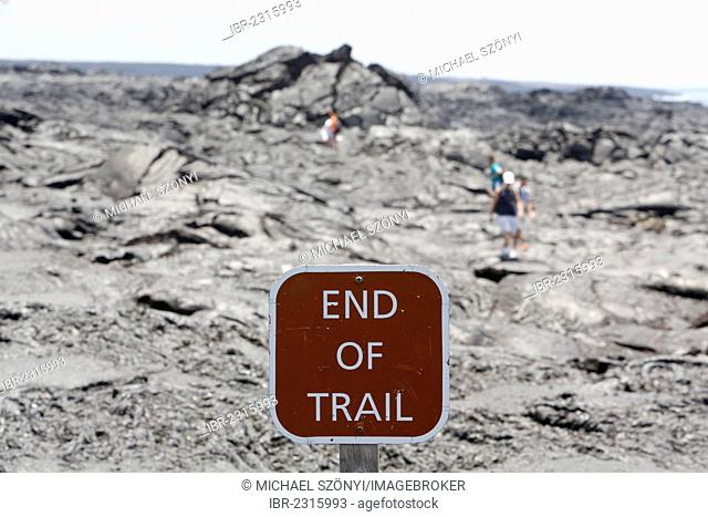 Sign End of Trail, hikers at the end of the trail, lava field, East Rift Zone, Kilauea volcano, Big Island, Hawaii, USA