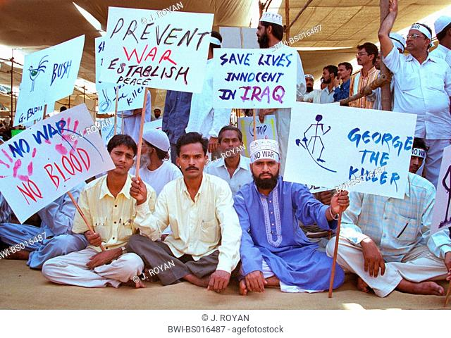 men demonstrating against war in Iraq, India
