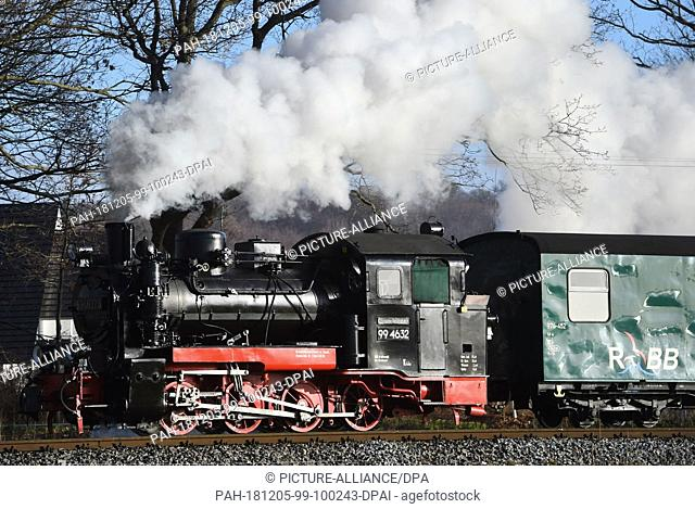 "05 December 2018, Mecklenburg-Western Pomerania, Sellin: The """"Rasende Roland"""" travels across the island of Rügen. The narrow-gauge railway on Germany's..."