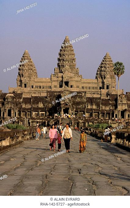 Stone causeway gates, Angkor Wat, UNESCO World Heritage Site, Angkor, Siem Reap, Cambodia, Indochina, Southeast Asia, Asia