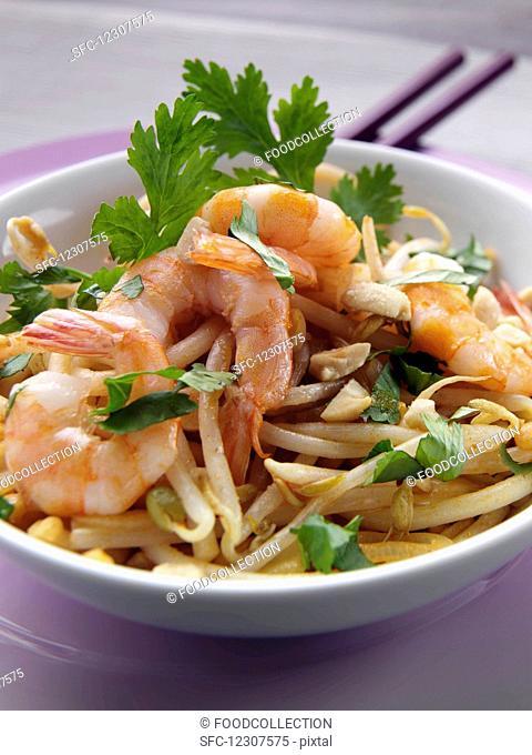 Thai stir fry prawn noodles