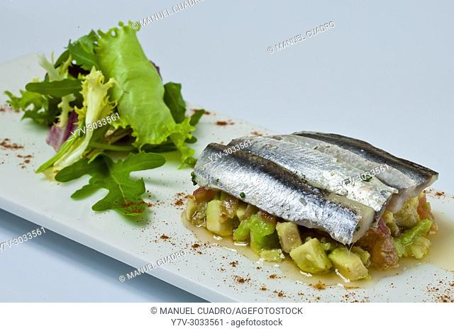 Anchoa marinada con picada de tomate y aguacate / Anchovy marinated with minced tomato and avocado