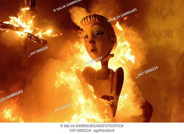 La Nit de la Cremà is the colophon to the festivities of Las Fallas. It is the night that the Fallas monuments burn