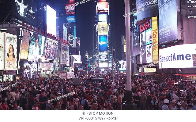 WS, Lockdown, View of crowd and traffic at night in Times Square, Manhattan, New York, USA
