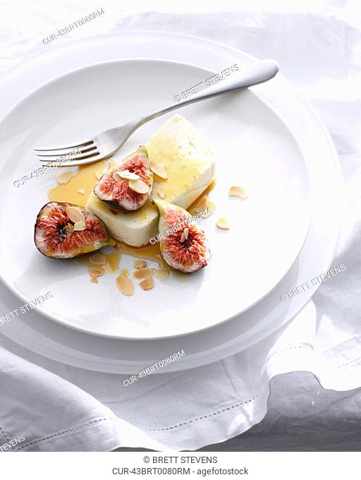Goat cheese with figs and almonds