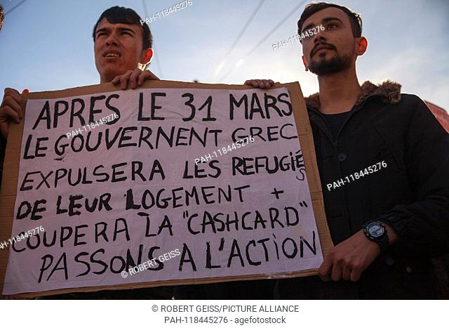 """Refugees draw attention to their situation in Greece. Shield """"""""After March 31, Greek Government will end housing for refugees and collect their cashcard"""