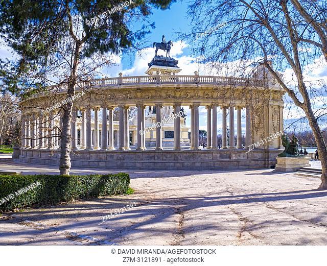 Monumento al rey Alfonso XII en el Parque de El Retiro. Madrid, Spain