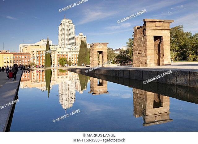Temple of Debod (Templo de Debod), Parque del Oeste, Edificio Espana tower in the background, Madrid, Spain, Europe