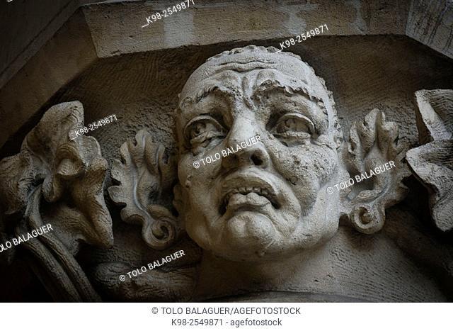 rostro tallado en las columnas de Sukiennice ,Rynek Glówny , Market Place, Kraków, Lesser Poland Voivodeship, Poland, Eastern Europe