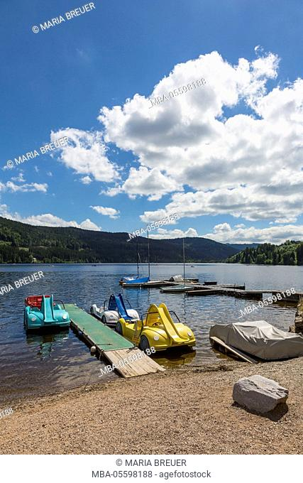 Tourist boats and paddle boats, Titisee, Black Forest, Baden-Württemberg, Germany, Europe