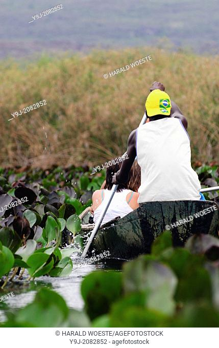 Parque Nacional de Chapada Diamantina, Lencois, Bahia, Brazil: Tourists with their local travel guides on a boat trip through the marshy landscape of the...