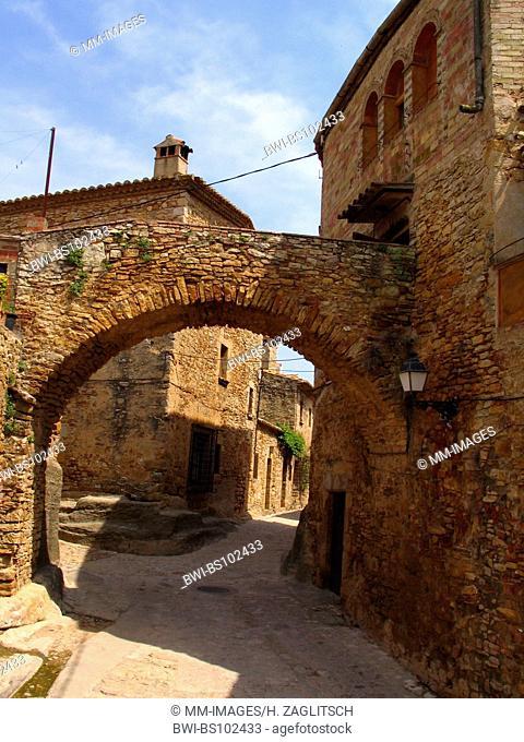 alley with rund arch in Peratallada, Spain, Costa Brava